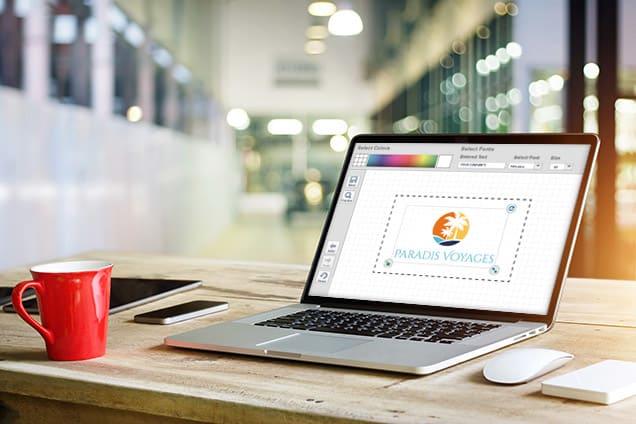 Création d'un logo sur un ordinateur portable