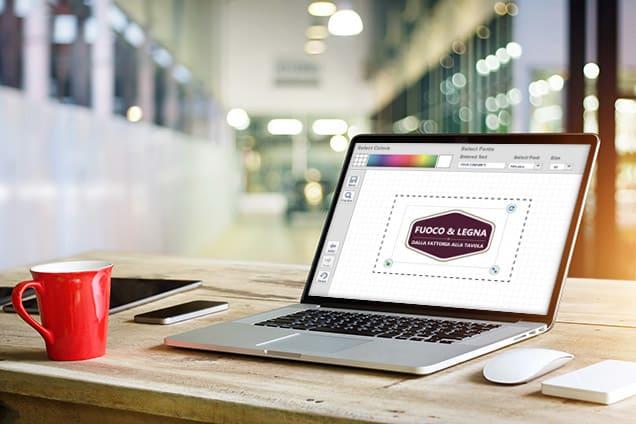 Creazione di un logo su un laptop